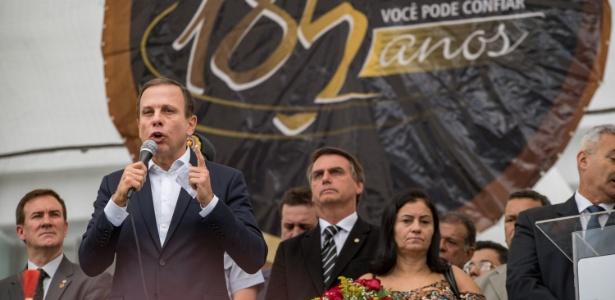 O prefeito João Doria foi paraninfo da turma de sargentos e discursa observado por Jair Bolsonaro (à dir.)