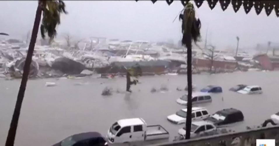 6.set.2017 - Furacão Irma atingiu as ilhas de Saint Martin e Saint Barth na categoria cinco, tornando-se uma das tempestades mais poderosas no Atlântico. Autoridades estimam que 95% da parte francesa de St Martin tenha sido destruída