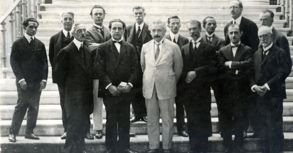 O físico Albert Einstein visitou o Museu Nacional no dia 7 de maio de 1925 durante sua viagem ao Brasil