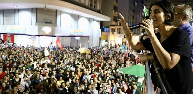 15.out.2018 - Manuela D'Avila participa de ato de campanha em Porto Alegre