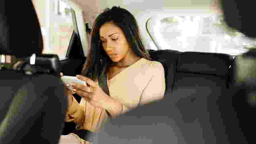 Você também se estressa com o celular que não funciona em lugares com muita gente? - Getty Images