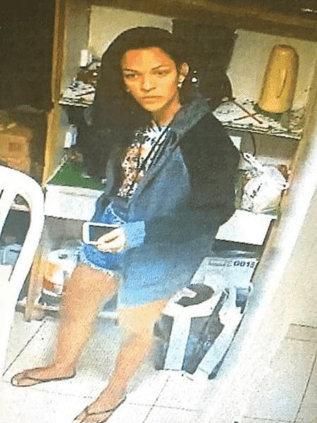 Daniela Estevão Fortes é acusada de ter assaltado duas lojas de celulares - Arquivo pessoal