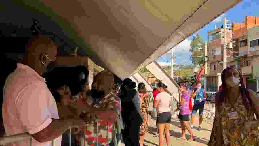 Moradores de Paraisópolis na entrada do gabinete de crise de covid-19 na favela, em São Paulo - Gabriela Sá Pessoa/UOL
