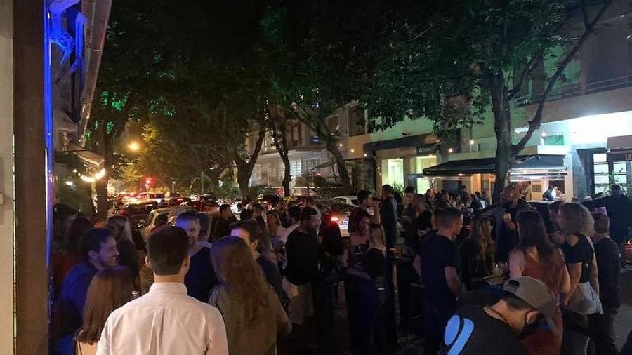 Desde a última quinta-feira (2), bares do Rio de Janeiro têm registrado aglomerações - Reprodução TV Globo