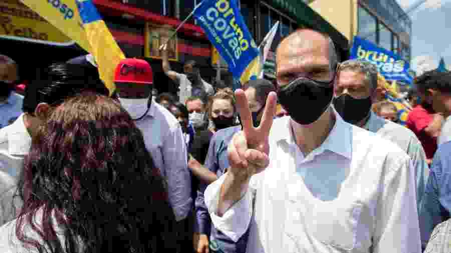 O prefeito de São Paulo e candidato à reeleição, Bruno Covas (PSDB), em ato de campanha na zona sul - Tiago Queiroz/Estadão Conteúdo