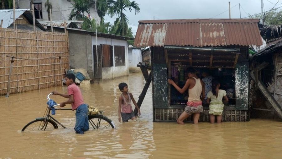 Ao menos 251 pessoas morreram em inundações e deslizamentos nos últimos três dias na Índia - AFP