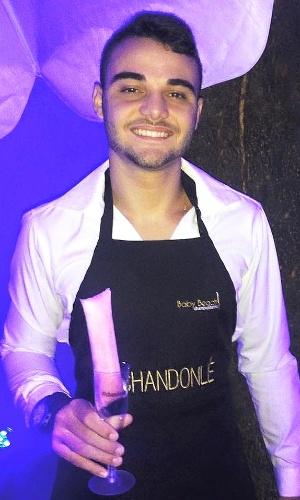 O empresário Ruan Nemeczymk, 27 anos, criou o Chandonlé, sacolé feito de Chandon com frutas