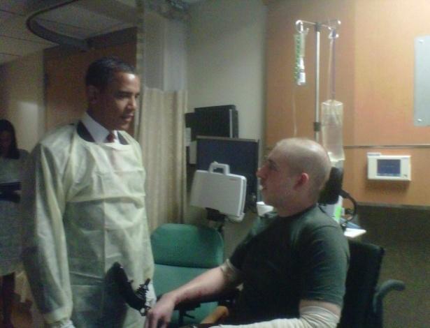Barack Obama visita Timothy Payne, ferido a bomba no Afeganistão