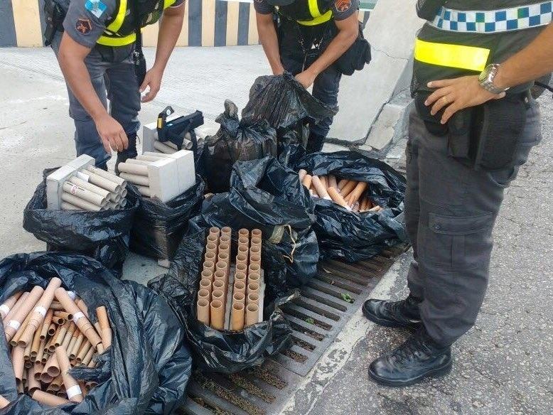 9.fev.2017 - Polícia Militar do Rio divulga foto de rojões apreendidos durante confronto entre policiais e manifestantes nas imediações da Alerj, no centro do Rio