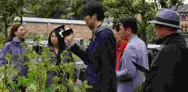 Japoneses percorrem a rota do 'turismo de vegetais' para conhecer a iniciativa inglesa - Reprodução/Facebook/Incredible Edible Todmorden  - Reprodução/Facebook/Incredible Edible Todmorden