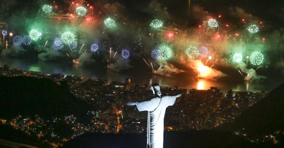 Um público recorde lotou a orla de Copacabana: 2,4 milhões de pessoas, segundo a Riotur. A multidão assistiu a 17 minutos de queima de fogos. Na capital fluminense, 90% dos hotéis ficaram ocupados
