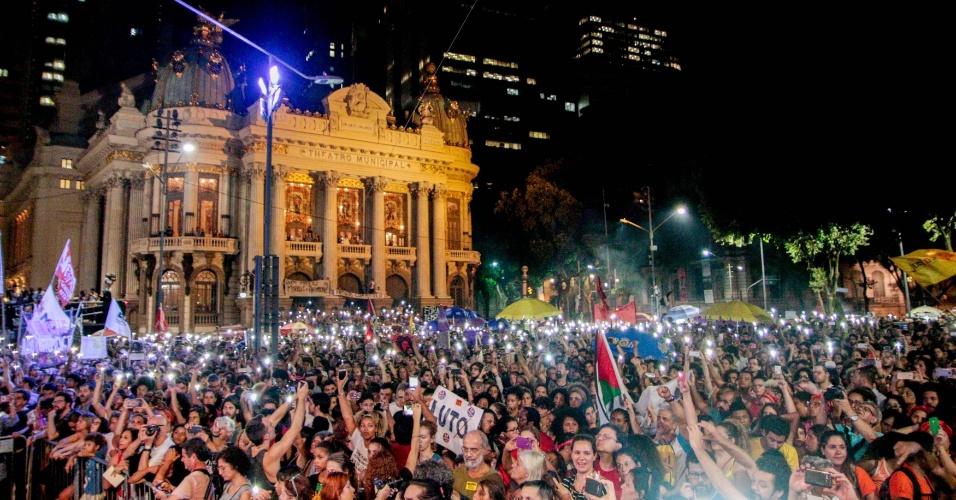 20.mar.2018 - Multidão se reúne na região central do Rio de Janeiro para participar de ato que marca o sétimo dia de morte da vereadora Marielle Franco (PSOL/RJ) e do seu motorista Anderson Gomes