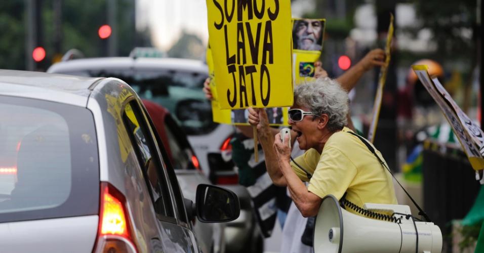 22.mar.2018 - Manifestantes pedem a prisão do ex-presidente Luiz Inácio Lula da Silva durante ato na Av. Paulista, em São Paulo, na tarde desta quinta-feira (22)