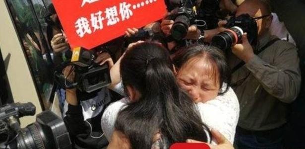 Kang Ying, 27, voltou a se encontrar com a mãe nesta terça-feira, após 24 anos de separação