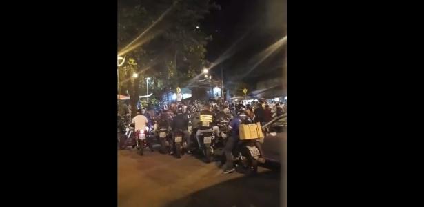 Moradores da Rocinha aguardam trânsito reabrir para voltar para casa