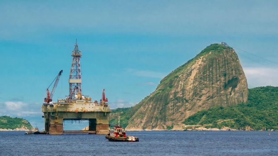 Plataforma de petróleo na Baía de Guanabara, na cidade do Rio de Janeiro, RJ - luoman/Getty Images/iStockphoto