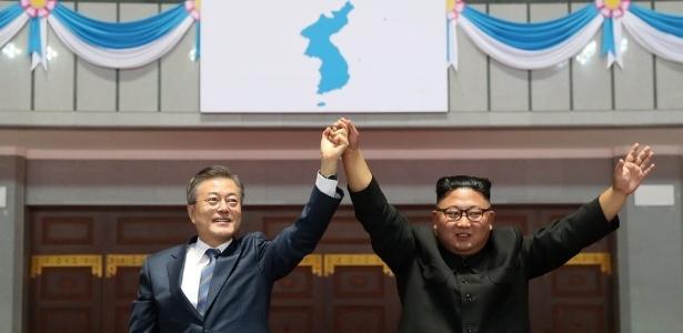Moon Jae-in (à esquerda) participa de visita de três dias a Pyongyang para se reunir com Kim Jong-un - Reuters