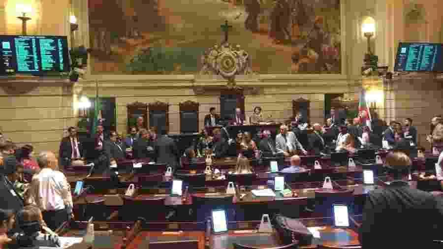 35 vereadores votaram por iniciar processo de impeachment, 14 contra e 2 se abstiveram - Marina Lang/UOL
