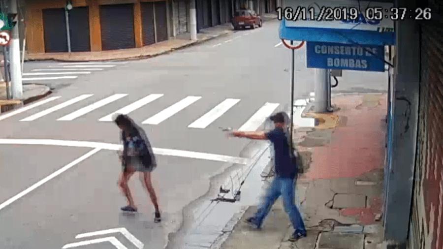 Câmera de segurança flagrou momento do assassinato - Reprodução/TV Globo