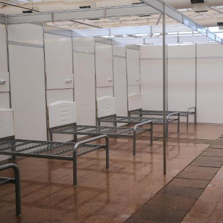 """Uma das opções é encaminhar pacientes com sintomas """"mais leves"""" para o hospital de campanha no Anhembi; casos graves aguardam liberação - Marcello Zambrana/Agif/Estadão Conteúdo"""