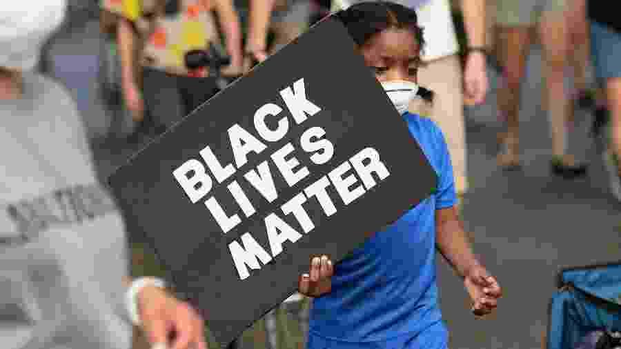 Manifestantes protestam pelo Black Lives Matter e contra brutalidade policial em St Louis, Missouri - Getty Images