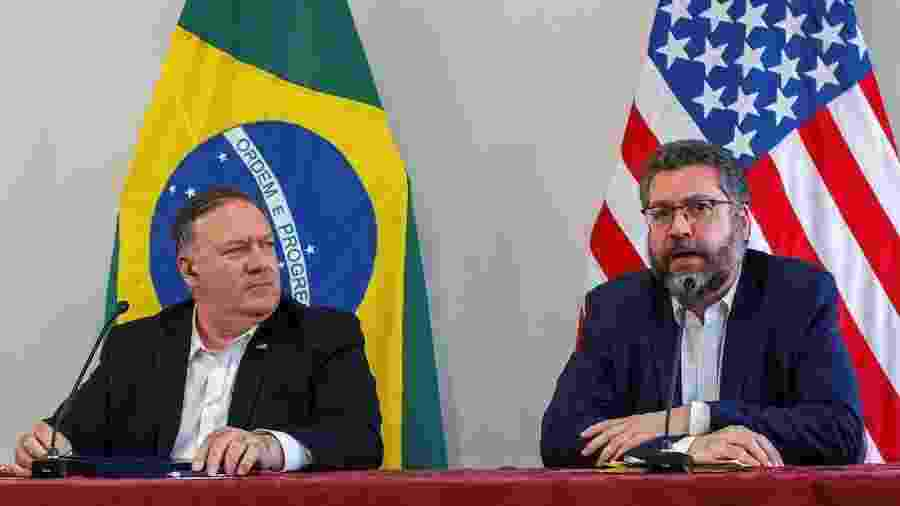 O secretário de Estado dos EUA, Mike Pompeo, e o chanceler Ernesto Araújo falam com jornalistas em Boa Vista  - Bruno Mancinelle/IOM/Pool via Reuters