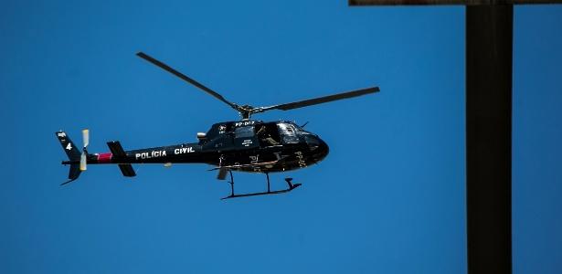 Helicóptero da Polícia Civil em ação, em 2014