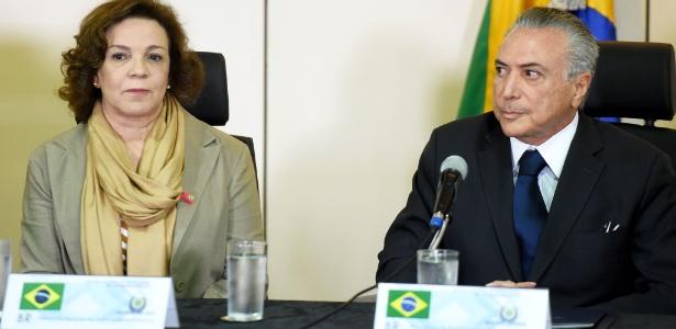 O presidente interino, Michel Temer, ao lado da ex-deputada federal Fátima Pelaes (PMDB-AP), nova gestora da Secretaria de Políticas para Mulheres