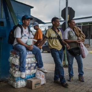 Venezuelanos vão até cidade de Roraima para comprar comida