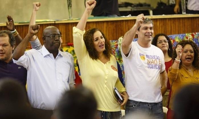 24.jul.2016 - A deputada federal Jandira Ferghali  (PCdoB-RJ) comemora após a convenção do partido que homologou sua candidatura à prefeitura do Rio de Janeiro