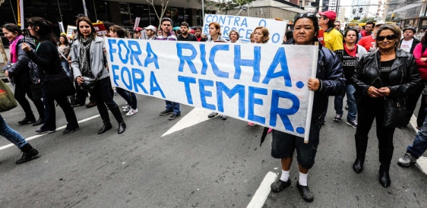 Em agosto, professores da rede estadual de ensino protestaram contra o governo Beto Richa em passeata
