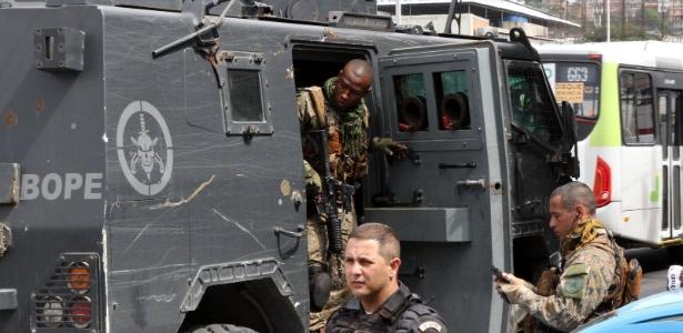 Motoristas que passavam pela Linha Amarela relatavam intensa troca de tiros na região