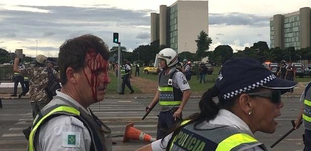PM fica ferido durante ato em Brasília contra PEC do Teto - Jéssica Nascimento/UOL