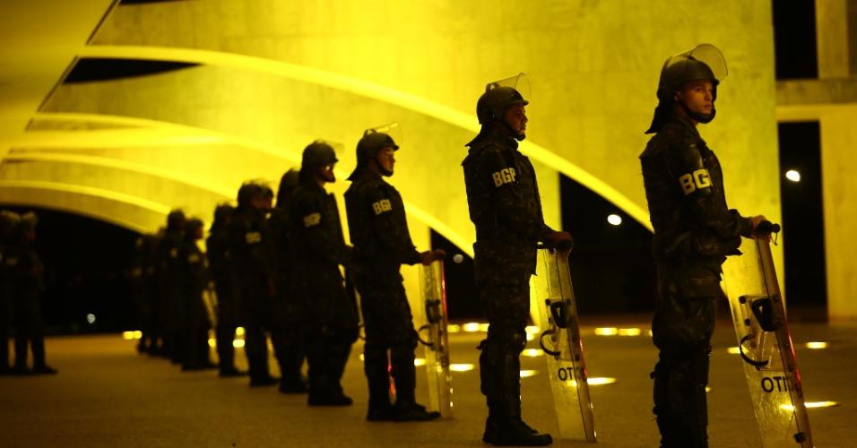 18.mai.2017 - Policiamento é reforçado em Brasília após manifestantes protestarem pedindo a saída do presidente Michel Temer e uma eleição direta