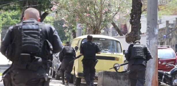 Policiais trocam tiros com traficantes no bairro de Vila Isabel, no Rio