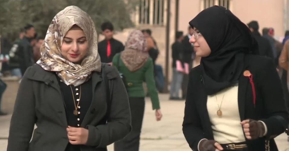 Irmãs iraquianas recuperam biblioteca destruída pelo Estado Islâmico