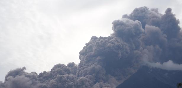 A erupção registrada neste domingo foi a mais violenta e letal do Vulcão de Fogo, na Guatemala, desde 1902: ao menos 25 pessoas morreram