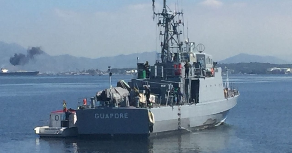 29.ago.2018 - O Navio Patrulha Guaporé foi usado para monitorar a Baia de Guanabara, durante a operação no Complexo do Salgueiro