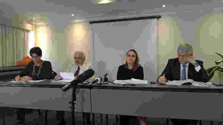 A advogada Juliana Vieira dos Santos, o presidente da Comissão Arns, José Carlos Dias, a advogada Eloisa Machado e o advogado Belisário dos Santos, em coletiva sobre a denúncia contra Jair Bolsonaro - Ana Carla Bermúdez/UOL