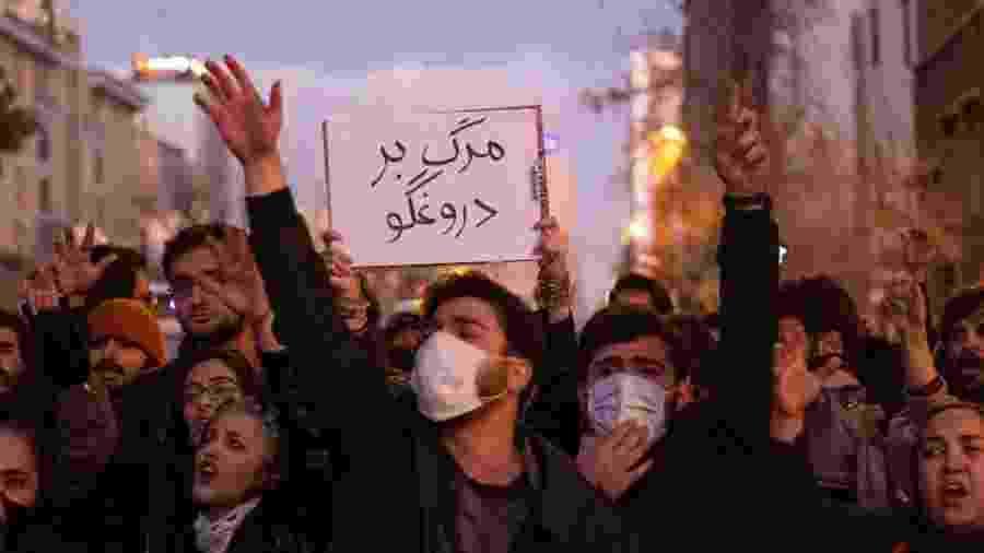Negativa inicial do governo sobre incidente com avião da Ucrânia enfureceu manifestantes iranianos - Getty Images