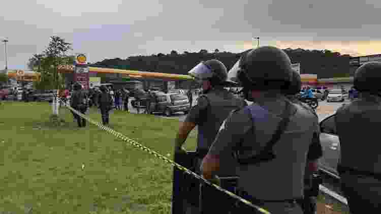 Polícia dispersou população no local do tombamento da carga - Lucas Borges Teixeira/UOL - Lucas Borges Teixeira/UOL