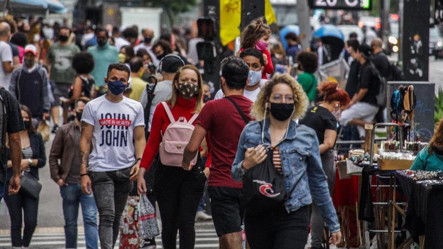 Pessoas usam máscara de proteção devido ao coronavírus, na Avenida Paulista - Ananda Migliano/Ofotográfico/Folhapress