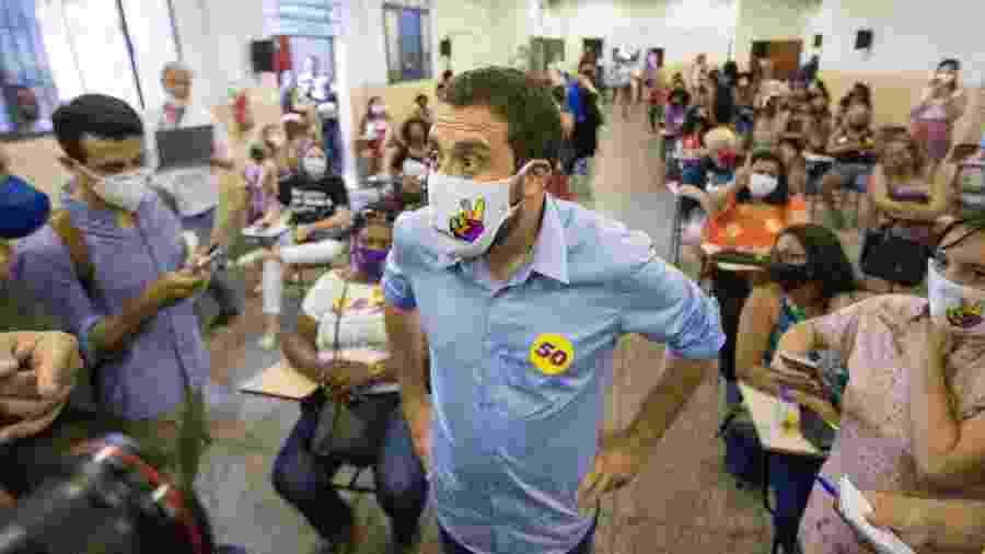 25 nov. 2020 - Guilherme Boulos (PSOL) em agenda de campanha - Tiago Queiroz/Estadão Conteúdo