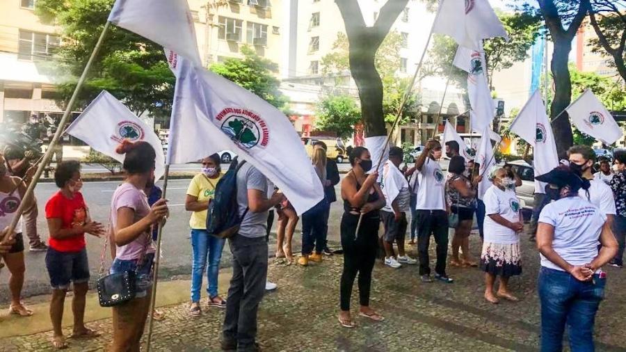 Manifestantes do MAB (Movimento dos Atingidos por Barragens) protestam em frente à sede do TJ-MG em Belo Horizonte - Reprodução/Twitter