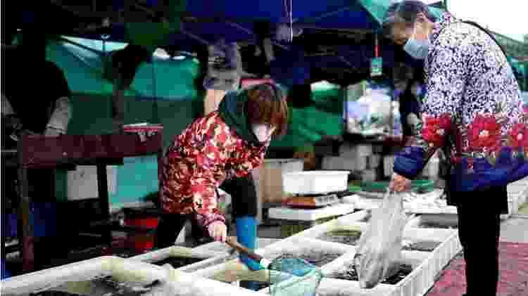 A princípio, a comunidade científica considerou que o início da pandemia ocorreu no mercado de Huanan - Getty Images - Getty Images