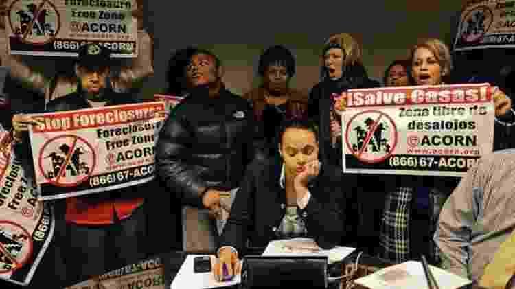 A crise imobiliária continuou por anos, e muitos protestaram contra leilões de imóveis tomados de moradores - Getty Images - Getty Images