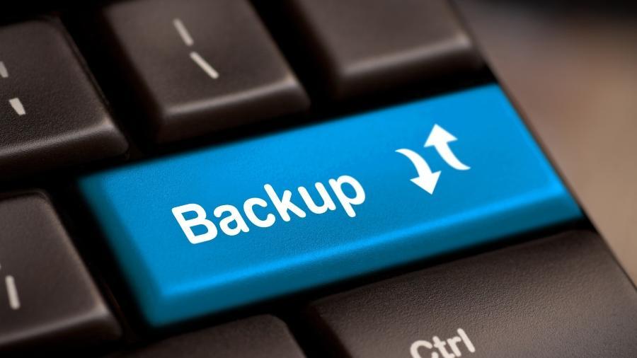 Entenda o que é backup e como fazer - Shuttetstock