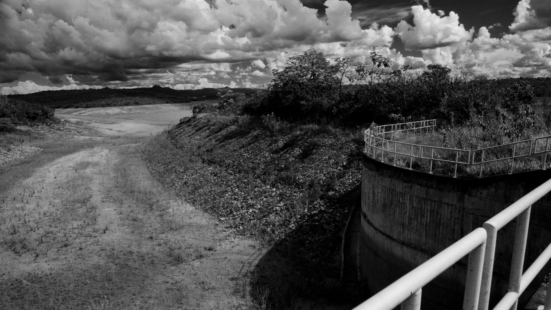 4.ago.2015 - Sem vegetação em suas margens, os reservatórios têm mais dificuldade de armazenar água pois sofrem com a erosão, poluição e o assoreamento Paroapeba