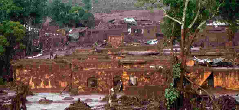 6.nov.2015 - O rompimento da barragem da mineradora Samarco Fundão, em Bento Rodrigues, distrito de Mariana, Minas Gerais, causou forte enxurrada que atingiu casas vizinhas - Neno Vianna/EFE