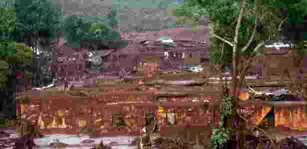 Bento Rodrigues foi tomado pela lama que saiu das barragens e ficou devastado - Neno Vianna/EFE